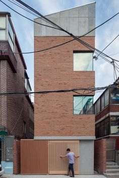 This cute house is standing in middle of old house town in Seoul, south Korea. Despite the house contains highly compressive function, we tried not...