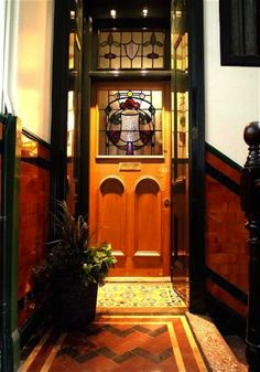 Edwardian Glasgow tenement hallway with tiles and Art Nouveau stained glass Glasgow Architecture, Interior Architecture, Flat Interior, Interior Exterior, Glass Wall Art, Glass Door, Flat Ideas, Décor Ideas, Modern Home Furniture