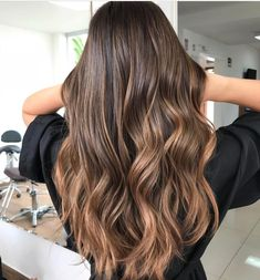 6 Great Balayage Short Hair Looks – Stylish Hairstyles Brown Hair Balayage, Brown Blonde Hair, Light Brown Hair, Hair Color Balayage, Brunette Hair, Hair Highlights, Blonde Honey, Long Brunette, Brunette Color