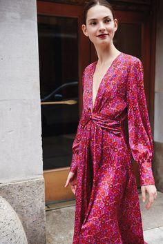 Lela Rose Resort 2019 New York Fashion Show Collection: See the complete Lela Rose Resort 2019 New York collection. Look 22 Fashion Mode, Runway Fashion, Womens Fashion, Fashion Trends, Fashion Styles, Style Fashion, Fashion Dresses, Fashion Tips, Lela Rose