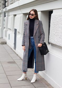 Let's have a look at this week's hottest outfits, posted by some of our favourite fashion bloggers! Trends we're spotting: checkered prints (again), red details and double-breasted coats. Which...