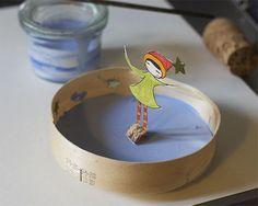 Como hacer una patinadora con imán? Tienes que pintar tu figura en una cartulina y cortarla ( dejando un espacio como lo ves en el...