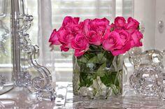 pinkit ruusut, Riviera Maison maljakko, Kartell Bourgie valaisin