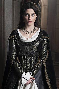 "Juana de Avis, interpretada por Bárbara Lennie en la serie ""Isabel, mi Reina"":"