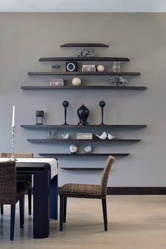 3 Easy And Cheap Tricks: Black Floating Shelves Frames floating shelves different sizes design.Floating Shelves Living Room Around Tv rustic floating shelves industrial pipe.Floating Shelves With Lights Apartment Therapy. Dining Room Wall Decor, Dining Room Design, Dining Rooms, Decor Room, Dining Tables, Regal Design, Wall Shelves Design, Room Shelves, Floating Wall Shelves