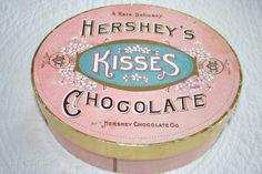 Hersheys Kisses in vintage box. Love my Hersheys chocolate. Pretty In Pink, Pink Love, Pretty Box, Hershey Kisses Chocolate, Chocolate Boxes, Chocolate Chocolate, Luxury Chocolate, Chocolate Factory, Vintage Packaging