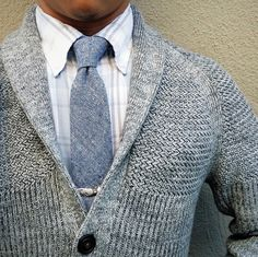 Switch out a blazer for a cardigan for a casual fall look! Der Gentleman, Gentleman Style, Mens Fashion Blog, Fashion Mode, Male Fashion, Fashion News, Fashion Stores, Mens Style Guide, Men Style Tips
