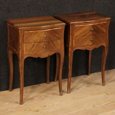 880€ Pair of French inlaid bedside tables in walnut and rosewood. Visit our website www.parino.it #antiques #antiquariato #furniture #golden #antiquities #antiquario #comodino #inlay #inlaid #tavolino #nightstand #table #night #decorative #interiordesign #homedecoration #antiqueshop #antiquestore