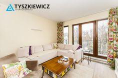 Komfortowe, słoneczne, luksusowe mieszkanie na zamkniętym i strzeżonym osiedlu Sopocka Rezydencja. Nieruchomość składa się z dwóch pokoi, salonu z aneksem kuchennym, łazienki z WC oraz przedpokoju. Apartament zaaranżowany przez architekta. W pokojach ogrzewanie kanałowe, nowoczesna zabudowa i całe wyposażenie. #sopot #rezydencja #architecture #oferta CHCESZ WIEDZIEĆ WIĘCEJ? KLIKNIJ W ZDJĘCIE!