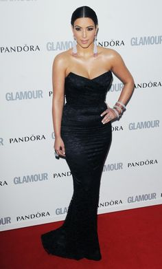 Kim-Kardashian-Glamour-Woman-Year-Awards-Black-Dress-London-060711-9