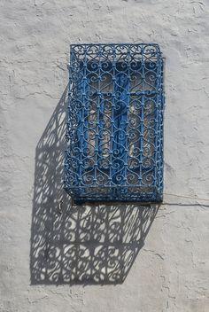 """ Morning shadows (II) ¤ Sidi Bou Said (Tunisia). July, 2014 f8; 1/1000s; ISO 100: FL:50mm © Juan Manuel Saenz de Santa María, 2014 """