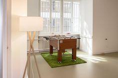 Raum für Workshops, Seminare oder Sitzungen zu vermieten Workshop, Planer, Divider, Furniture, Home Decor, Atelier, Decoration Home, Room Decor, Work Shop Garage
