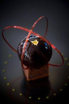 Chef Alain Pegouret Biscuit sacher, marmelade d'oranges confites, coque gourmande au chocolat noir