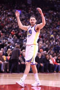 Klay Thompson of the Golden State Warriors celebrates during the game against the Toronto Raptors on January 13 2018 at the Air Canada Centre in. 2018 Nba Champions, Golden State Warriors Pictures, Sprint Car Racing, The Kat, Shaun Livingston, Andre Iguodala, Draymond Green, Basketball Legends, Sport 2