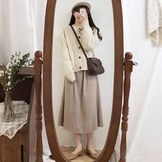Cute Modest Outfits, Long Skirt Outfits, Winter Skirt Outfit, Chic Outfits, Pretty Outfits, Minimal Fashion, Work Fashion, Cute Fashion, Vintage Fashion