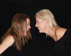 Mother and daughter bonding moments. Great suggestions for books for teenage girls to read alongside moms. Young Adult Novels for mother daughter book club ideas. Books for girls. Catherine Gueguen, Parents, Yoga Posen, Depression Treatment, Happy People, Funny People, House Party, Fett, Thoughts
