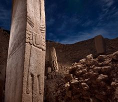 Note loincloth, belt and hands carved in pillar - Gobekli Tepe.