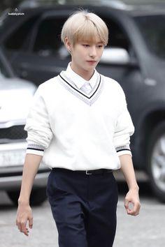 Renjun on the way to Music Bank 20180914 Winwin, Taeyong, Nct Dream Renjun, Huang Renjun, Sm Rookies, Korean Name, Jung Woo, Fandoms, Na Jaemin