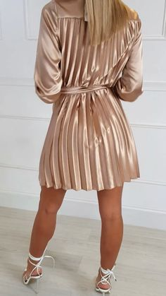 Stand out in our MARGIE dress which features a tie neck, tie waist, long cuffed sleeves and pleated chest to skirt… Gold Satin Dress, Satin Pleated Skirt, Satin Saree, Satin Dresses, Dressy Dresses, Sexy Dresses, Short Dresses, Talons Sexy, Cheongsam