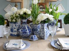 Blue and white accessories on the dining table