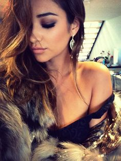 shay mitchell smokey eye and waves