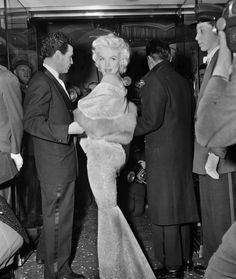 Footage of Marilyn Monroe arriving at the EAST OF EDEN world movie premi...