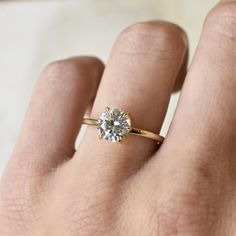 Round Solitaire Engagement Ring, Yellow Engagement Rings, Classic Engagement Rings, Engagement Ring Settings, Minimalistic Engagement Ring, Traditional Engagement Rings, Wedding Band Engagement Ring, Different Engagement Rings, Delicate Engagement Ring
