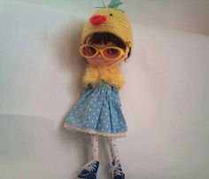 Yellow mod glasses & fluffy cape for Blythe by RainbowDaisies