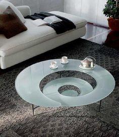 Mesa de centro de cristal en forma de caracol