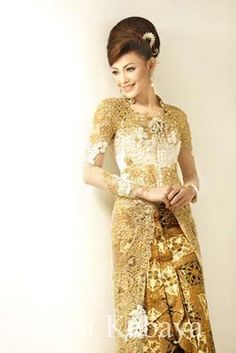 bride's wedding ceremony kebaya