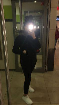 Fake Hesap – Fake Kız Ayna too There are all kinds of fake account photos ahahaha Cute Tumblr Pictures, Cool Girl Pictures, Cute Photos, Girl Photos, Cute Selfies Poses, Cute Selfie Ideas, Teenage Girl Photography, Girl Photography Poses, Stylish Girls Photos