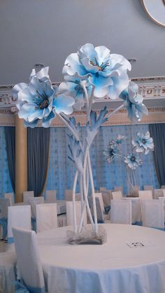 27 best Ideas for flowers diy paper centerpieces Giant Paper Flowers, Big Flowers, Amazing Flowers, Paper Centerpieces, Wedding Centerpieces, Wedding Decorations, Wedding Ideas, Anemone Flower, Diy Papier