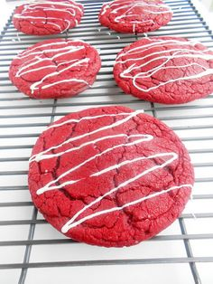 Red Velvet Cheesecake Cookies. A must for Christmas!!