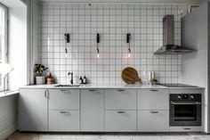 Minimal kitchen with an industrial touch Minimal kitchen with an industrial touch – COCO LAPINE DESIGN Minimal Kitchen, Modern Kitchen Design, Kitchen Designs, Grey Kitchens, Cool Kitchens, Kitchen Tiles, Kitchen Dining, Kitchen Grey, Decoration Inspiration