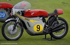 1967 Honda RC181 GP Road Racer No.9 Mike Hailwood Vintage Racer http://www.theworldofmotorcycles.com/_honda_rc181_1967_racer.html