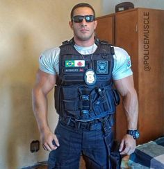 Uniform In Car : Photos Cop Uniform, Men In Uniform, Police Uniforms, Hot Cops, Sexy Military Men, Mein Style, Muscle Hunks, Muscular Men, Hairy Men