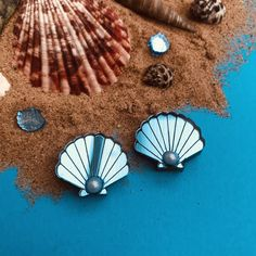 Sunflower Necklace, Blue Mirrors, Very Lovely, Clams, Pin Badges, Seaside, Hedgehog, Shells, How To Draw Hands