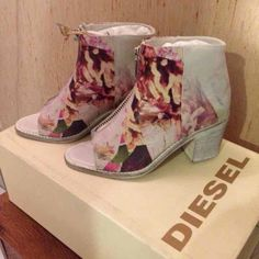 Diesel size 5 floral boots . Diesel open toe floral design boots . Front zipper . All leather . Size 5. New with box Diesel Shoes Ankle Boots & Booties
