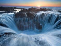 El pozo de Thor, también conocido como 'la puerta al inframundo', es un lago ubicado en Cabo Perpetu... - Copyright © 2014 Hearst Magazines, S.L.