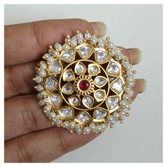 Amrapali Jewellery, Indian Jewelry Earrings, Indian Jewelry Sets, Jewelry Design Earrings, Gold Earrings Designs, Gold Jewellery Design, Bridal Jewelry Sets, Statement Jewelry, Bridal Bangles