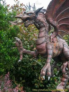 Welsh Dragon Llanfaes  Isle of Anglesey - Ynys Môn  Wales Henllys Lane  (Henllys Hall - Holiday Property Bond site)