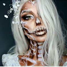 Looking for for inspiration for your Halloween make-up? Browse around this site for creepy Halloween makeup looks. Disfarces Halloween, Visage Halloween, Creepy Halloween Makeup, Creepy Makeup, Amazing Halloween Makeup, Halloween Inspo, Scariest Halloween Costumes Ever, Pretty Skeleton Makeup, Halloween Costume Ideas
