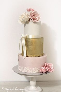 Romantic gold and pink by Lorna - http://cakesdecor.com/cakes/271865-romantic-gold-and-pink