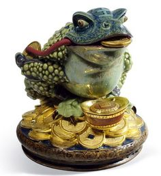 01008660                    HOPTOAD                                                                                                                          Issue Year:        2012              Sculptor:      Francisco Polope              Size:  19x19    cm                                    Limited Edition  3000  pieces
