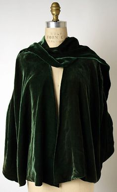 """Wrap, Evening  House of Chanel (French, founded 1913)  Designer: Gabrielle """"Coco"""" Chanel (French, Saumur 1883–1971 Paris) Date: 1924 Culture: French Medium: silk"""