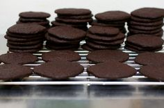 Slice and bake - Home made chocolate wafers by smitten Kitchen.Never will I have to pay for those chocolate wafer cookies that cost an arm and a leg. Thank you Smitten Kitchen : ) Chocolate Wafer Cookie Recipe, Nabisco Famous Chocolate Wafers, Homemade Chocolate, Chocolate Cookies, Homemade Oreos, Dessert Chocolate, Chocolate Chocolate, Cookie Desserts, Just Desserts