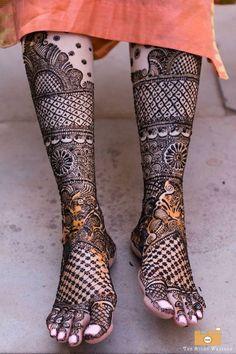 Bridal feet henna or mehndi designs. Beautiful Mehendi Captured by photography Latest Mehndi Designs Hands, Latest Bridal Mehndi Designs, Wedding Mehndi Designs, Dulhan Mehndi Designs, Best Mehndi Designs, Leg Mehndi, Legs Mehndi Design, Mehndi Design Pictures, Beautiful Mehndi Design