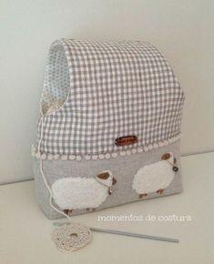 Sewing moments: Tutorial work keeps crochet bags Sewing Hacks, Sewing Tutorials, Sewing Crafts, Sewing Projects, Purse Organizer Pattern, Yarn Bag, Fabric Boxes, Purse Organization, Denim Bag