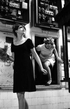 Jitka Cerhová and Ivana Karbanová in Vera Chytilová's Daisies (1966).