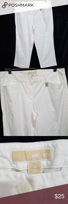 """Michael Kors Loose Fitting White Capris 12 EUC! White loose fitting capris by Michael Kors! Tag size 12. Measurements: In-seam: 23"""" Rise: 9.5"""" Waist: 34""""  *10% OFF (or more) when you bundle any of my listings! Kids, Mens, and womens! Saves on shipping too! *Tons more on Mercari! No duplicates! Will not bundle between sites. Michael Kors Pants Capris"""
